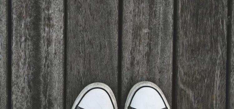 Pět top černých tenisek, které stojí za hřích