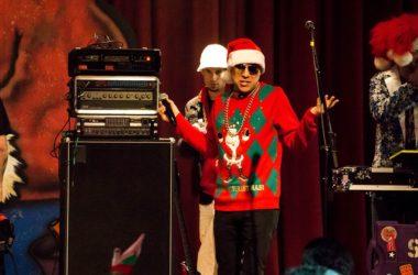 Jak nosit vánoční svetry po Vánocích?