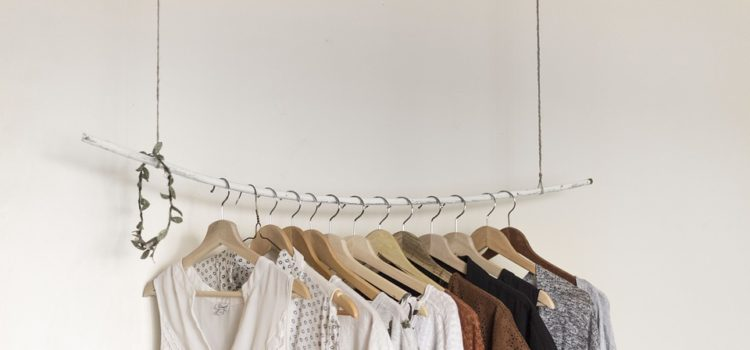 Šaty se nosí nejen v létě. Jaké si pořídit ještě letos do svého šatníku?